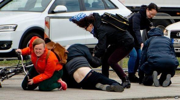 Đức: 7 người chết do gió bão ập đến bất ngờ - anh 1