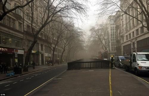 Anh: Hỏa hoạn ở trung tâm London, 2.000 người sơ tán - anh 9