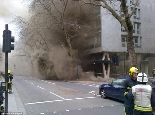 Anh: Hỏa hoạn ở trung tâm London, 2.000 người sơ tán - anh 10