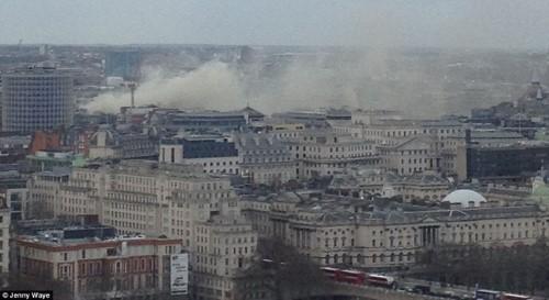 Anh: Hỏa hoạn ở trung tâm London, 2.000 người sơ tán - anh 12