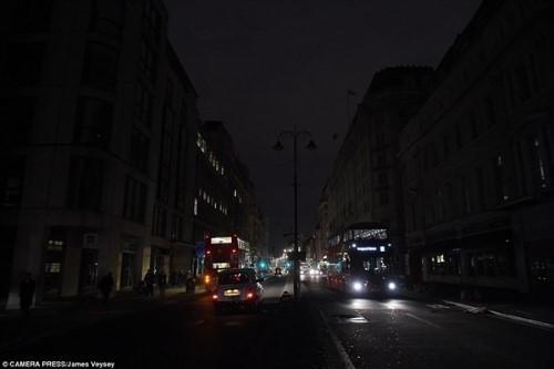 Anh: Hỏa hoạn ở trung tâm London, 2.000 người sơ tán - anh 13