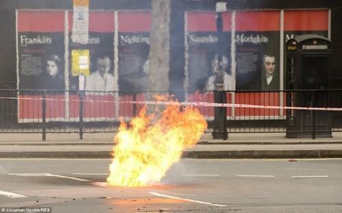 Anh: Hỏa hoạn ở trung tâm London, 2.000 người sơ tán - anh 2