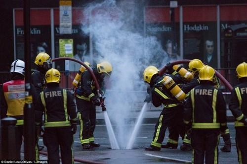 Anh: Hỏa hoạn ở trung tâm London, 2.000 người sơ tán - anh 3
