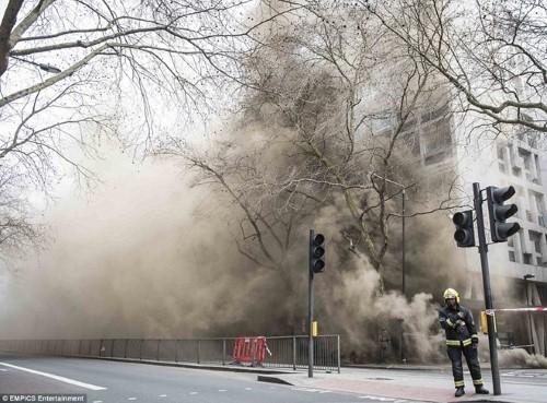 Anh: Hỏa hoạn ở trung tâm London, 2.000 người sơ tán - anh 4