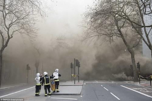 Anh: Hỏa hoạn ở trung tâm London, 2.000 người sơ tán - anh 5