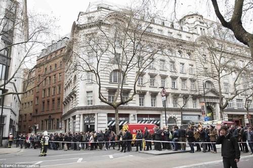 Anh: Hỏa hoạn ở trung tâm London, 2.000 người sơ tán - anh 7