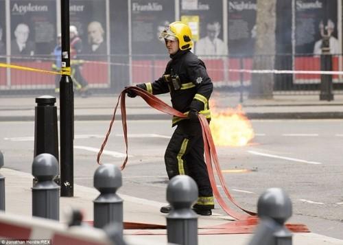Anh: Hỏa hoạn ở trung tâm London, 2.000 người sơ tán - anh 8