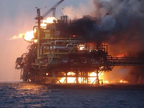 Mexico: Nổ giàn khoan dầu, 65 người thương vong - anh 1