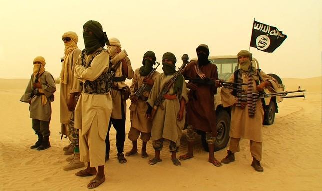 Khủng bố al-Qaeda phá tù, giải thoát 300 tù nhân ở Yemen - anh 1