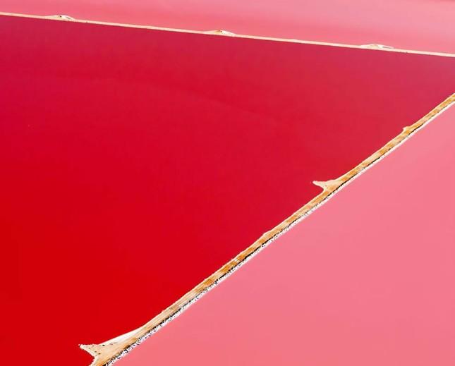 Ngắm 10 hồ nước màu hồng tuyệt đẹp trên thế giới - anh 2