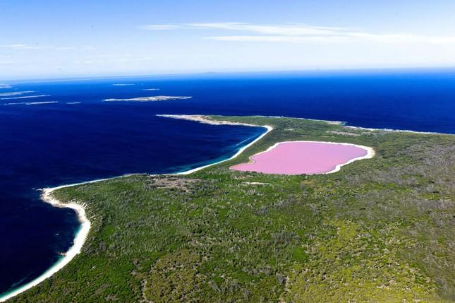 Ngắm 10 hồ nước màu hồng tuyệt đẹp trên thế giới - anh 1