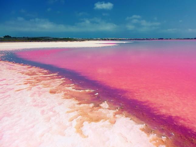 Ngắm 10 hồ nước màu hồng tuyệt đẹp trên thế giới - anh 4