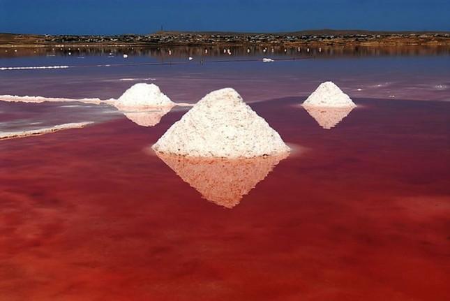 Ngắm 10 hồ nước màu hồng tuyệt đẹp trên thế giới - anh 6