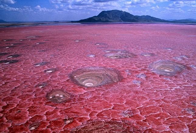 Ngắm 10 hồ nước màu hồng tuyệt đẹp trên thế giới - anh 7