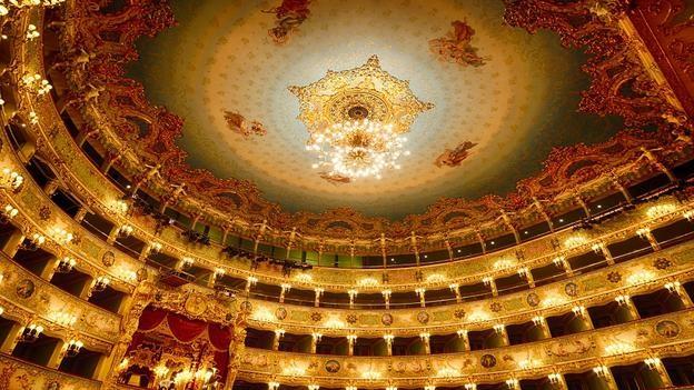 Vẻ đẹp hoàng gia của 7 nhà hát lớn trên thế giới - anh 2