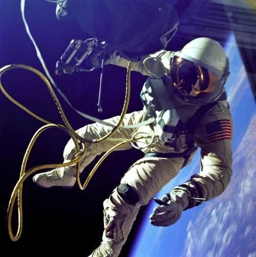 Những biến đổi cơ thể của phi hành gia khi sống trong vũ trụ - anh 2