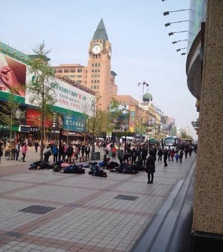 30 tài xế Trung Quốc uống thuốc sâu tự tử, đâu là nguyên nhân? - anh 2