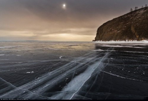 Vết nứt kỳ bí dài hàng trăm mét giữa hồ nước ngọt lớn nhất thế giới - anh 8