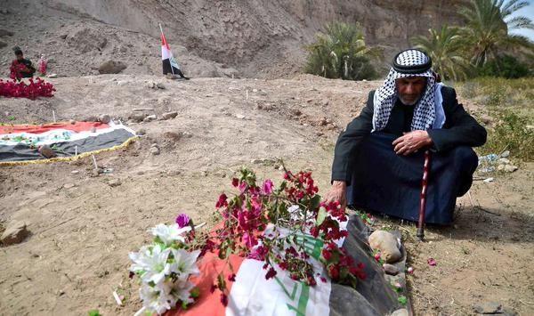 Chấn động: IS vùi 1.700 người trong nấm mồ khủng khiếp tại Tikrit [Video] - anh 2