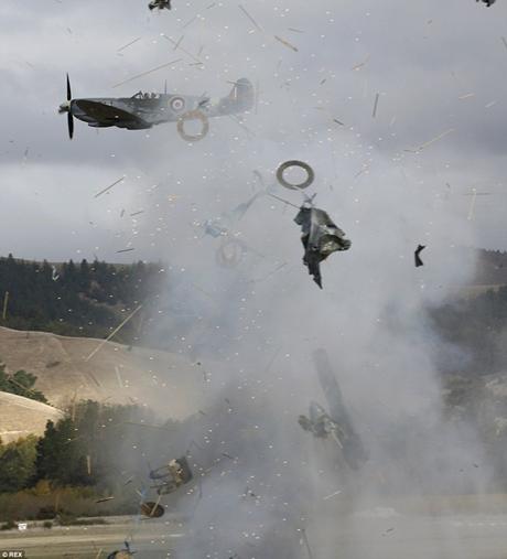 Gặp sự cố, phi cơ Đức phát nổ giữa không trung - anh 3