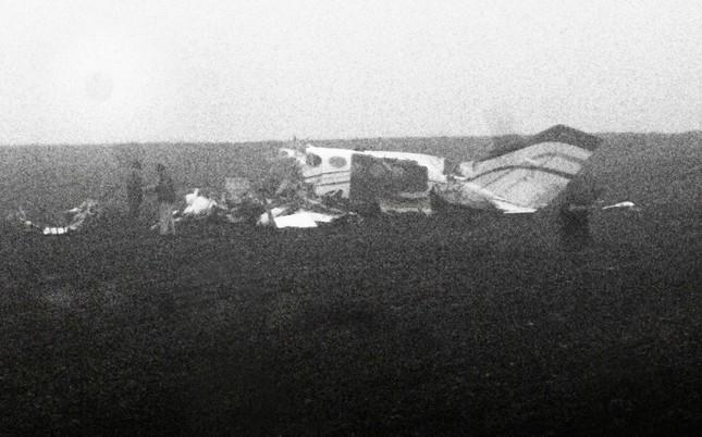 Máy bay Mỹ lao xuống đất, toàn bộ hành khách chết thảm - anh 2