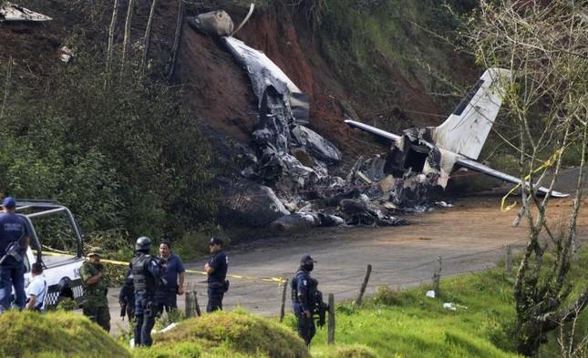 Máy bay Mỹ lao xuống đất, toàn bộ hành khách chết thảm - anh 3