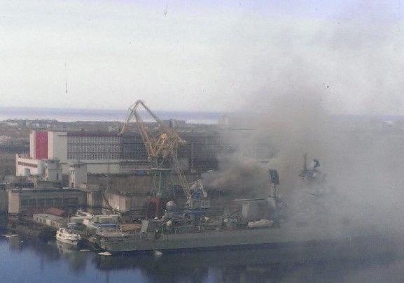 Tàu ngầm tấn công số 1 thế giới của Nga bốc cháy dữ dội - anh 1