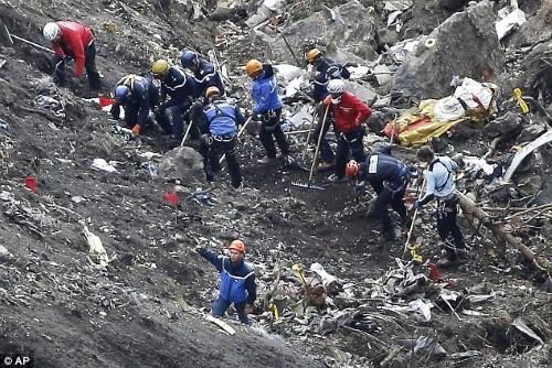 Vụ máy bay Germanwings rơi: Cơ phó cố tình đánh thuốc cơ trưởng - anh 2