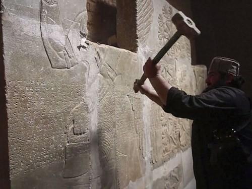 Khủng bố IS điên cuồng phá hủy thành cổ 3.000 năm Nimrud của Iraq - anh 1