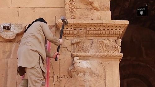 Khủng bố IS điên cuồng phá hủy thành cổ 3.000 năm Nimrud của Iraq - anh 3