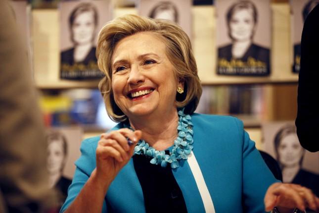 Facebook bà Clinton thu hút 500.000 like sau 15 phút hoạt động - anh 1