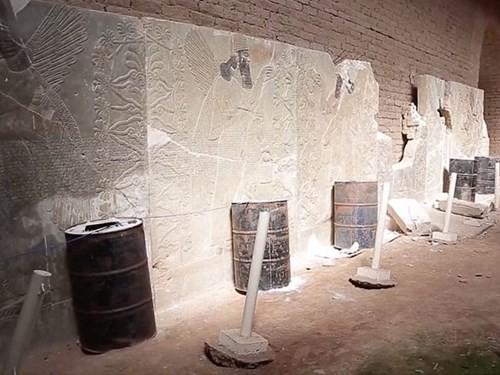 Khủng bố IS điên cuồng phá hủy thành cổ 3.000 năm Nimrud của Iraq - anh 2
