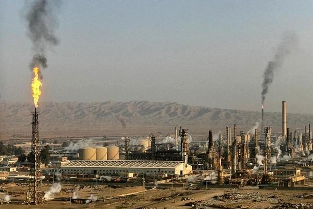 Iraq tấn công IS như vũ bão, tái chiếm nhà máy lọc dầu Baiji - anh 2