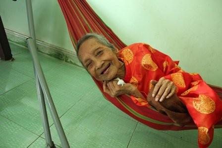 Kỷ lục Thế giới: Cụ bà người Việt 122 tuổi là người cao tuổi nhất thế giới - anh 1