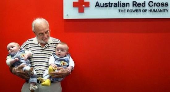 Gặp người đàn ông hiến máu 1000 lần, cứu sống 2,4 triệu trẻ em - anh 1
