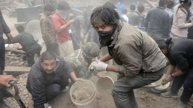 Toàn cảnh trận động đất kinh hoàng ở Nepal, hơn 6.000 người thương vong [Photos] - anh 8