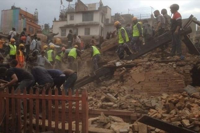 Toàn cảnh trận động đất kinh hoàng ở Nepal, hơn 6.000 người thương vong [Photos] - anh 10