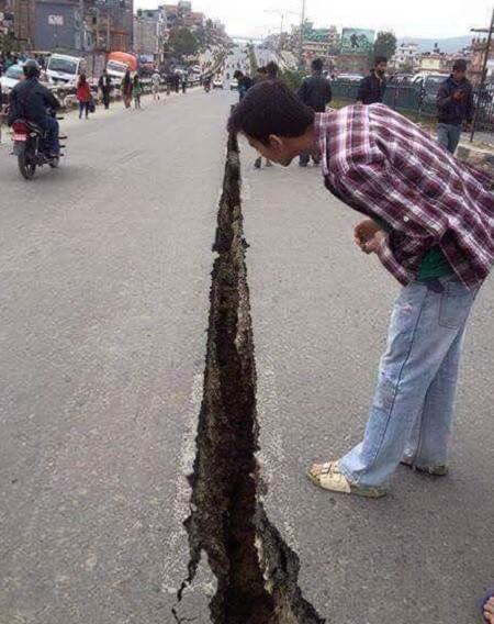 Toàn cảnh trận động đất kinh hoàng ở Nepal, hơn 6.000 người thương vong [Photos] - anh 6