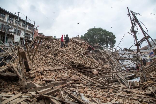 Toàn cảnh trận động đất kinh hoàng ở Nepal, hơn 6.000 người thương vong [Photos] - anh 5