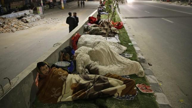 Toàn cảnh trận động đất kinh hoàng ở Nepal, hơn 6.000 người thương vong [Photos] - anh 2