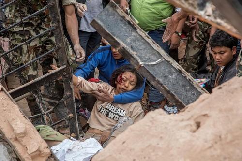 Toàn cảnh trận động đất kinh hoàng ở Nepal, hơn 6.000 người thương vong [Photos] - anh 3
