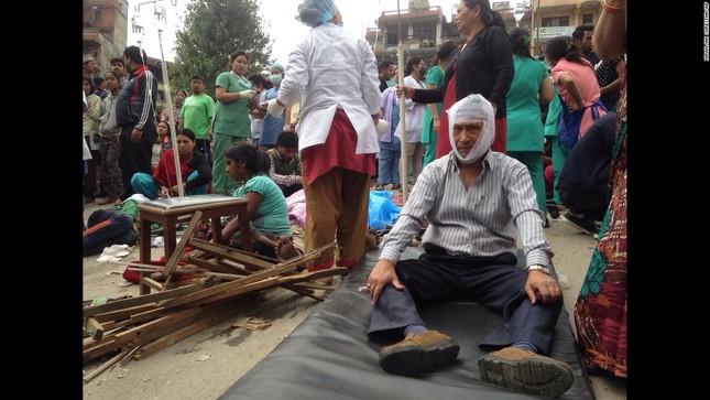 Toàn cảnh trận động đất kinh hoàng ở Nepal, hơn 6.000 người thương vong [Photos] - anh 4