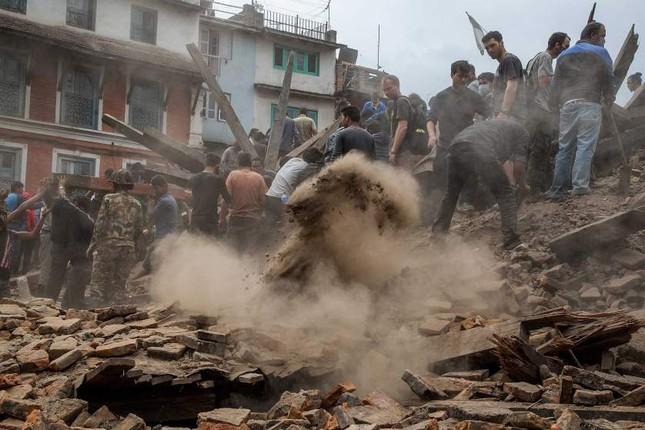 Gần 2.500 người chết sau động đất, Nepal chìm trong tang thương - anh 3