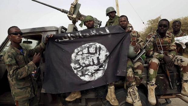 Boko Haram nghiền nát tù nhân bằng xe bọc thép - anh 1