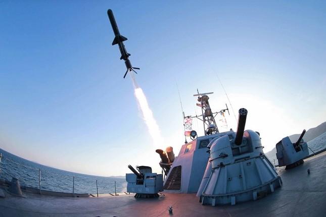 Tình báo Mỹ: Triều Tiên phóng thử tên lửa tàu ngầm thành công - anh 1