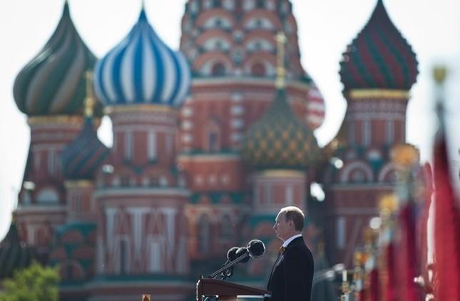 Tổng thống Nga Putin cảnh báo phương Tây trong lễ kỷ niệm Ngày Chiến thắng - anh 1