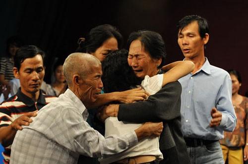 Người Mỹ gốc Việt treo thưởng 15.000 USD để tìm chị gái mất tích - anh 1