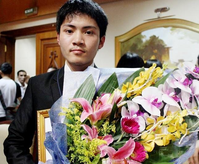 Chàng trai vàng của Olympic Vật Lý châu Á 2015: Không ngủ quên trên chiến thắng - anh 1