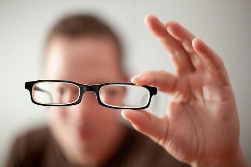Bác sĩ người Mỹ gốc Việt và phát minh cho người bệnh về mắt có '1-0-2' - anh 3