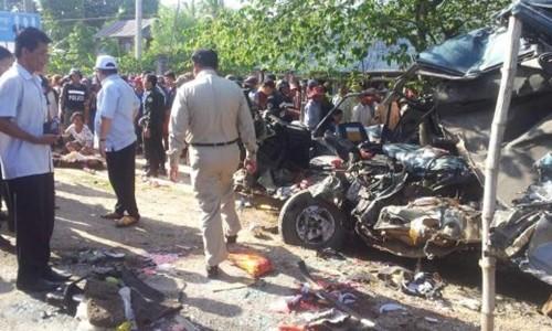 Xe du lịch Việt va chạm dữ dội với xe Campuchia, 25 người chết tại chỗ - anh 1